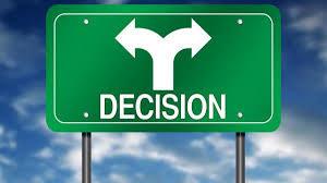 L'importanza della decisione è primaria, essa si forma per mezzo della fusione di socialità, falsa indipendenza e dipendenza emotiva. Il mondo on-line è spezzettato e contradditorio al suo interno.